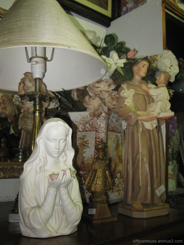Figurines displayed at Tyabb Antique Village