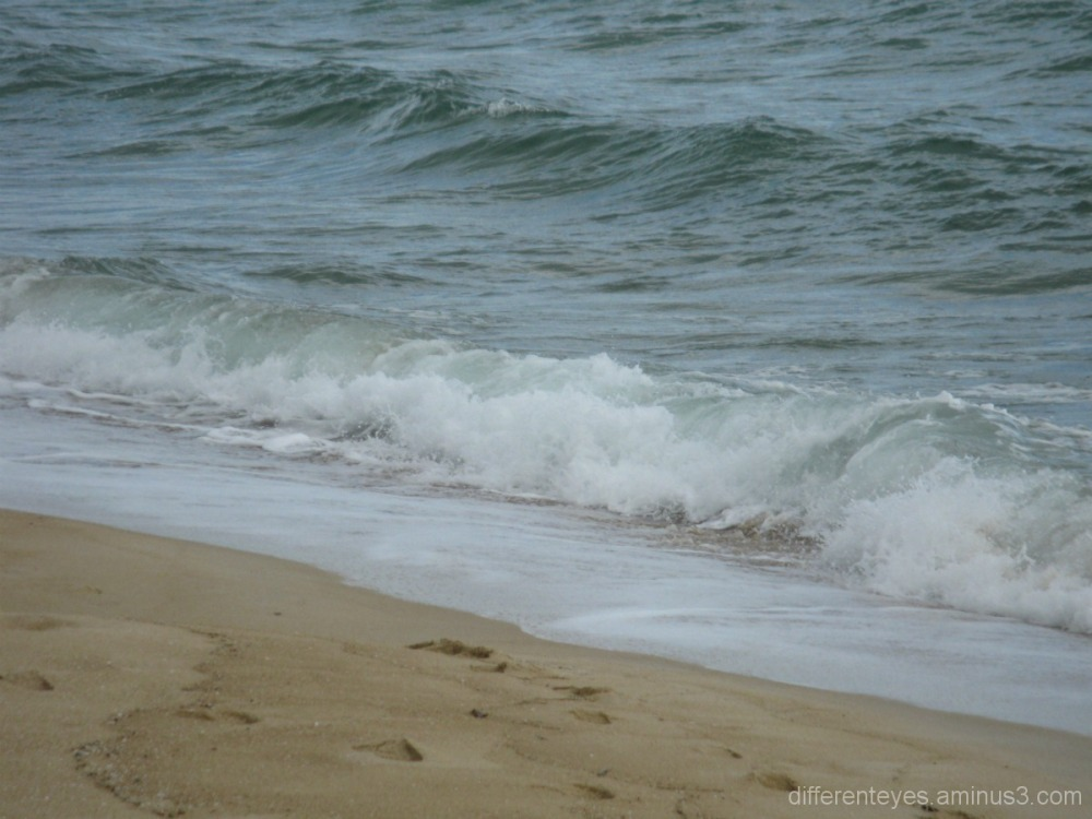 Waves rolling in to Dromana beach