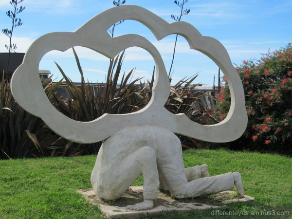 Sculpture at Montalto vineyard