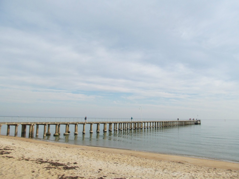 Wintry Dromana pier and bay
