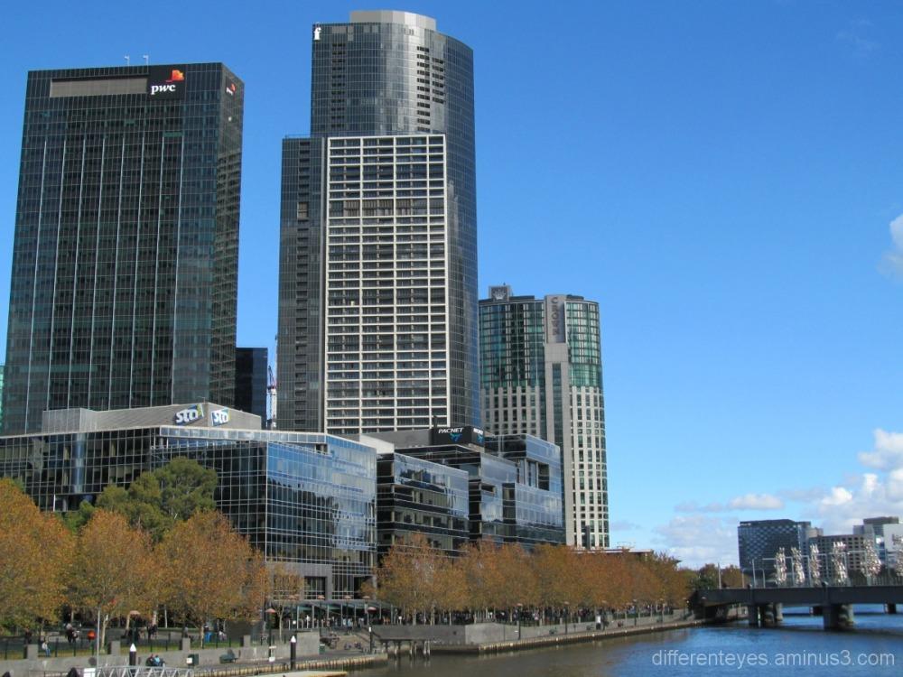 Melbourne Yarra River Autumn view
