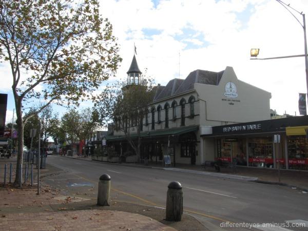 wintry Mornington street