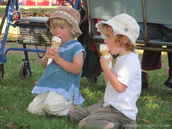children at 2015 Westernport Festival at Hastings