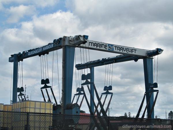 Queenscliff boat crane