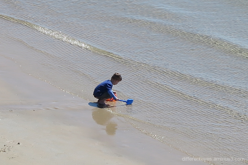 Child at Mornington beach