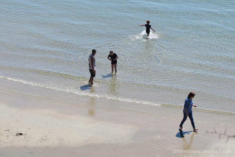 People at Mornington beach
