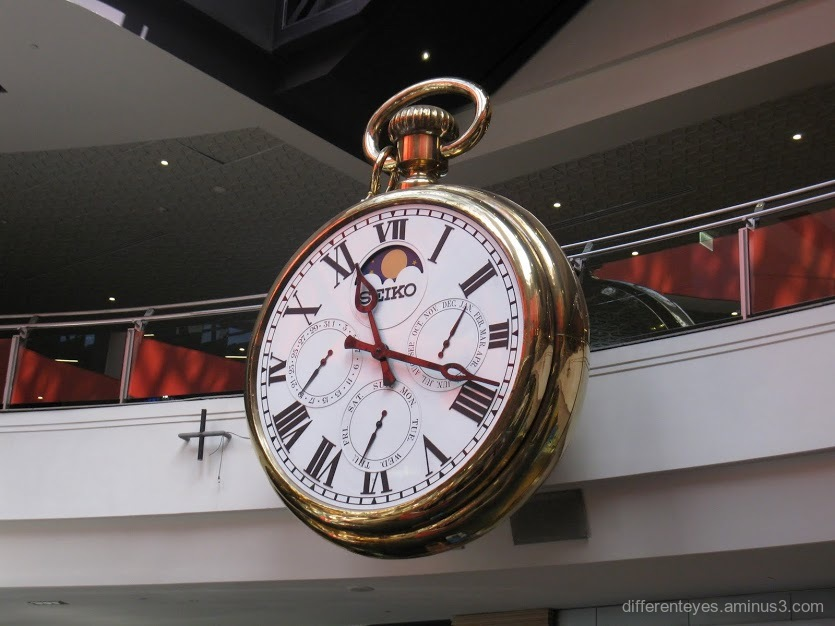 clock at Melbourne Central