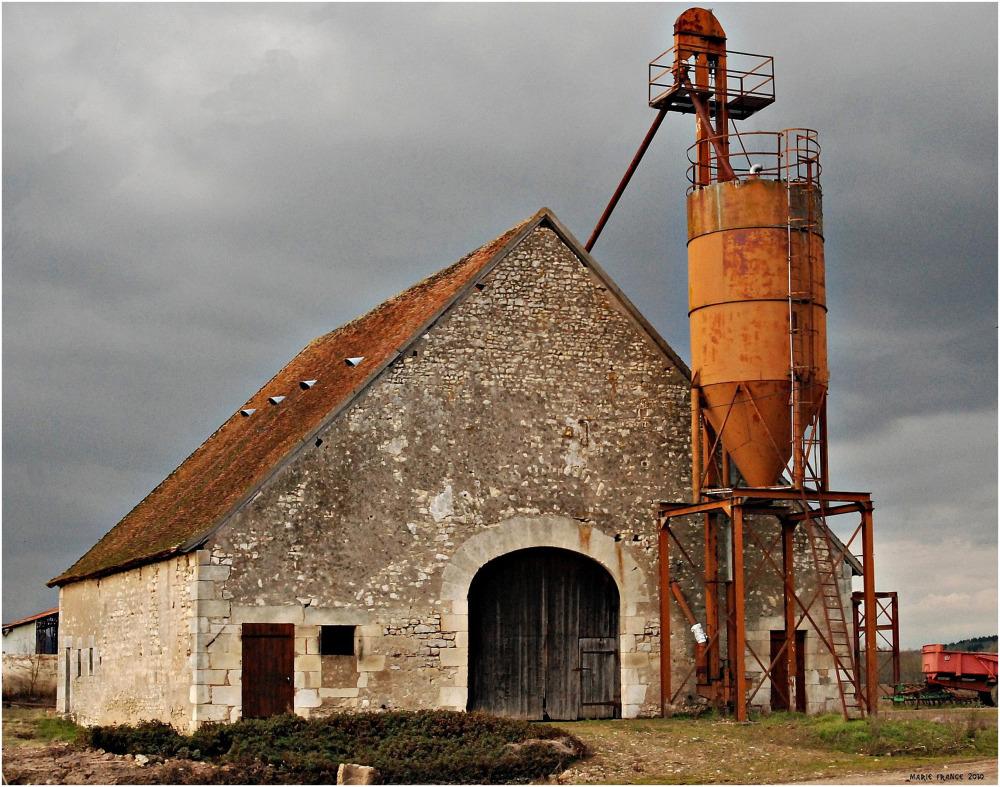 ferme agricole vers St Bouise - Nièvre, France