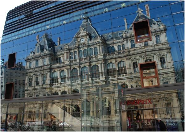 reflets dans les façades d'immeuble