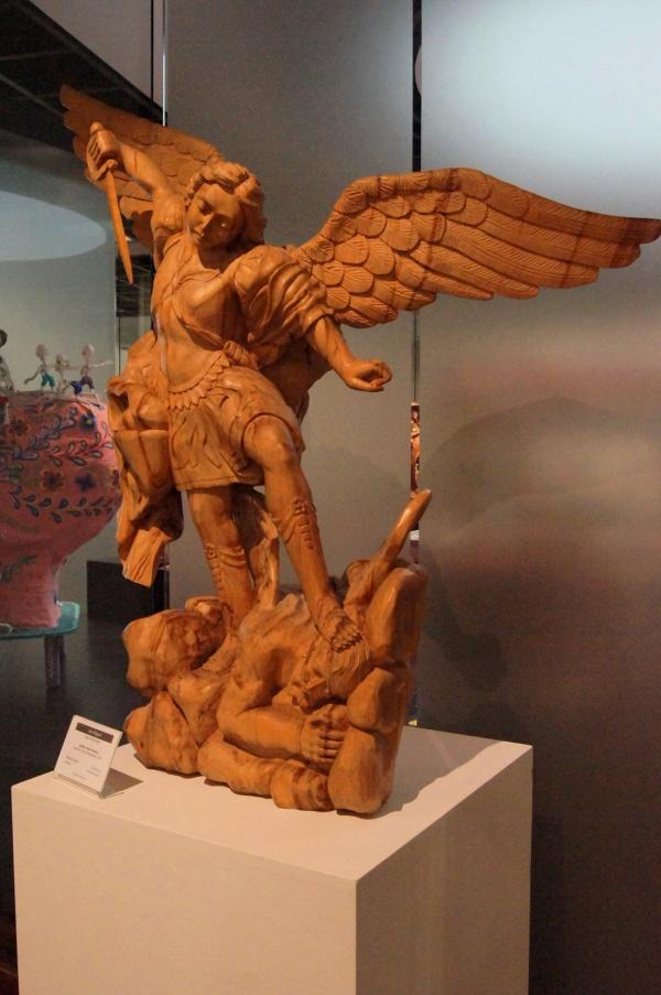 Escultura de Angel con Espada