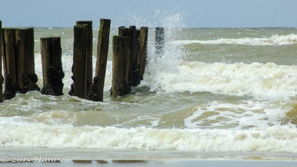 zee palen golven sea waves posts