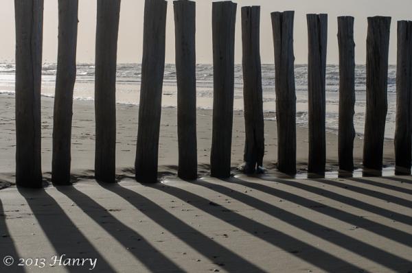 schaduw strand paal zee tegenlicht shade pole sea