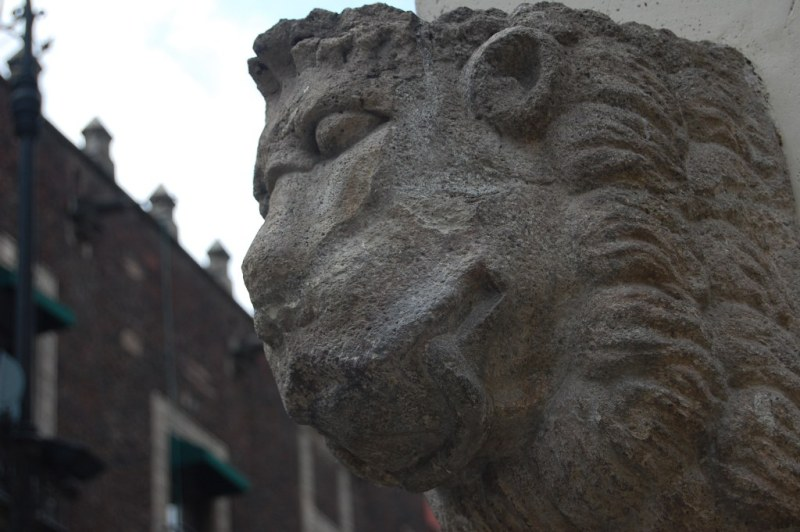 cabeza de leon tallada en cantera