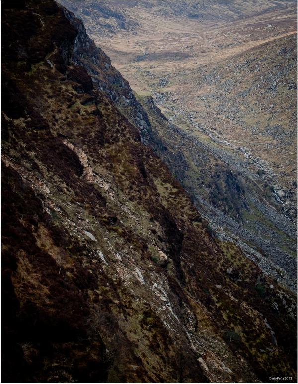 Gleann Dá Loch. Boardwalk and cliffs