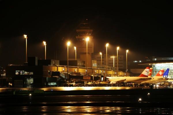 Flughafen by night
