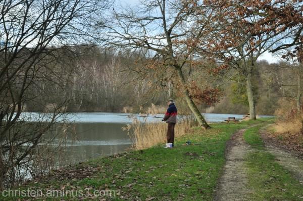 a fisherman/ un pêcheur