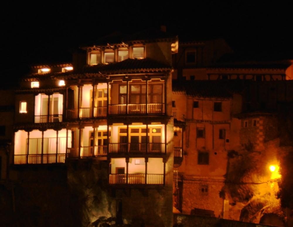 """Casa colgada"" by night."