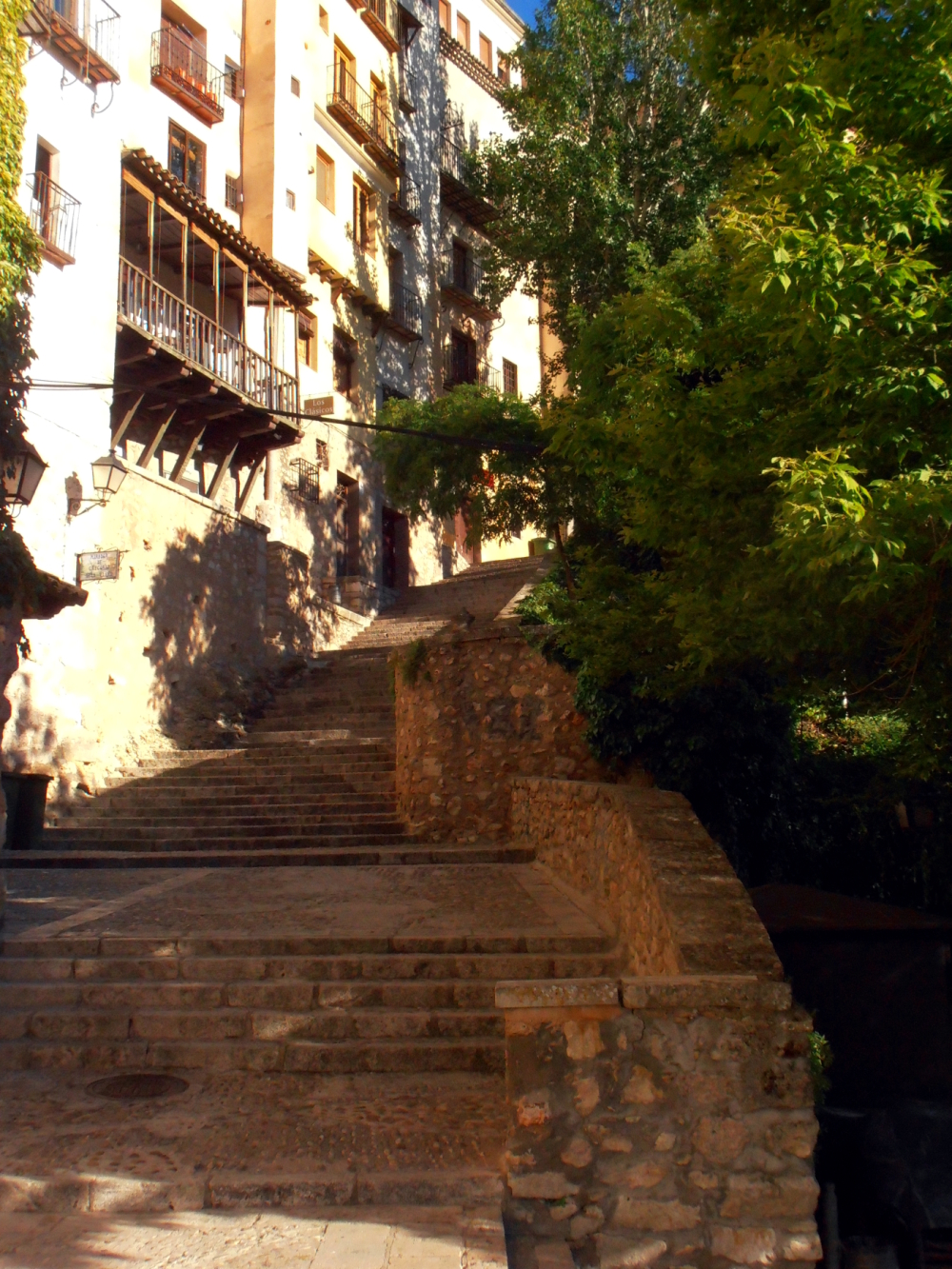 Continue with another type of street in Cuenca