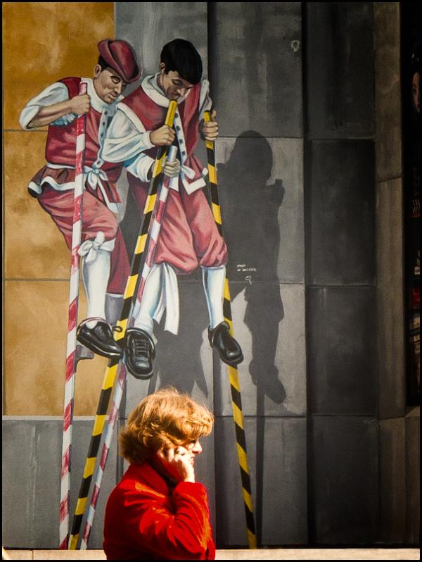street photography, stilts