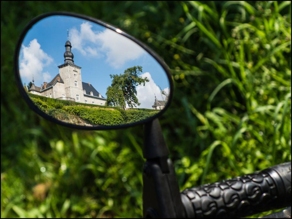 castle, rearview mirror