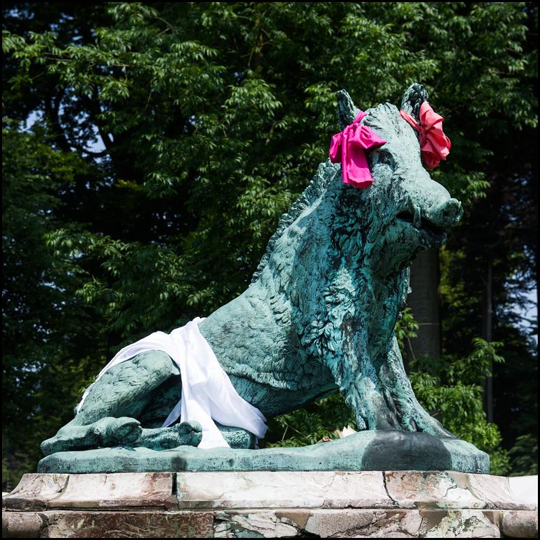 statue, wild boar