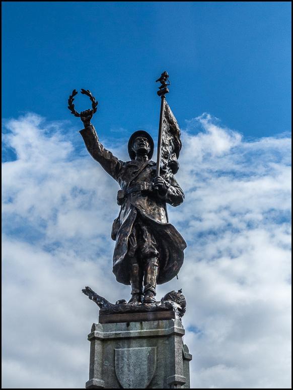 Statue, soldier