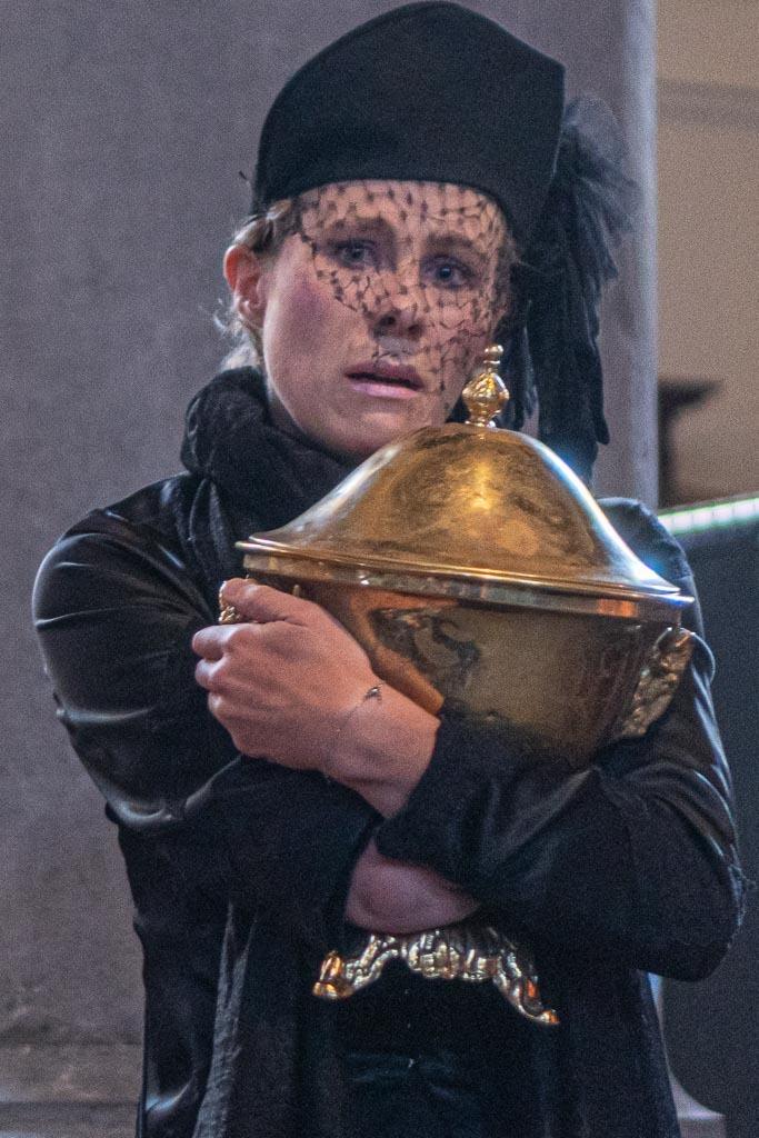funeral urn