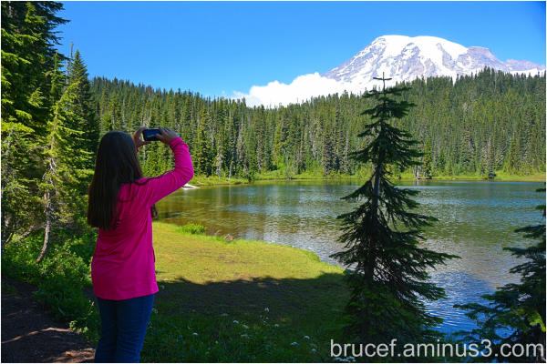 Mt Rainier gets a Selfie