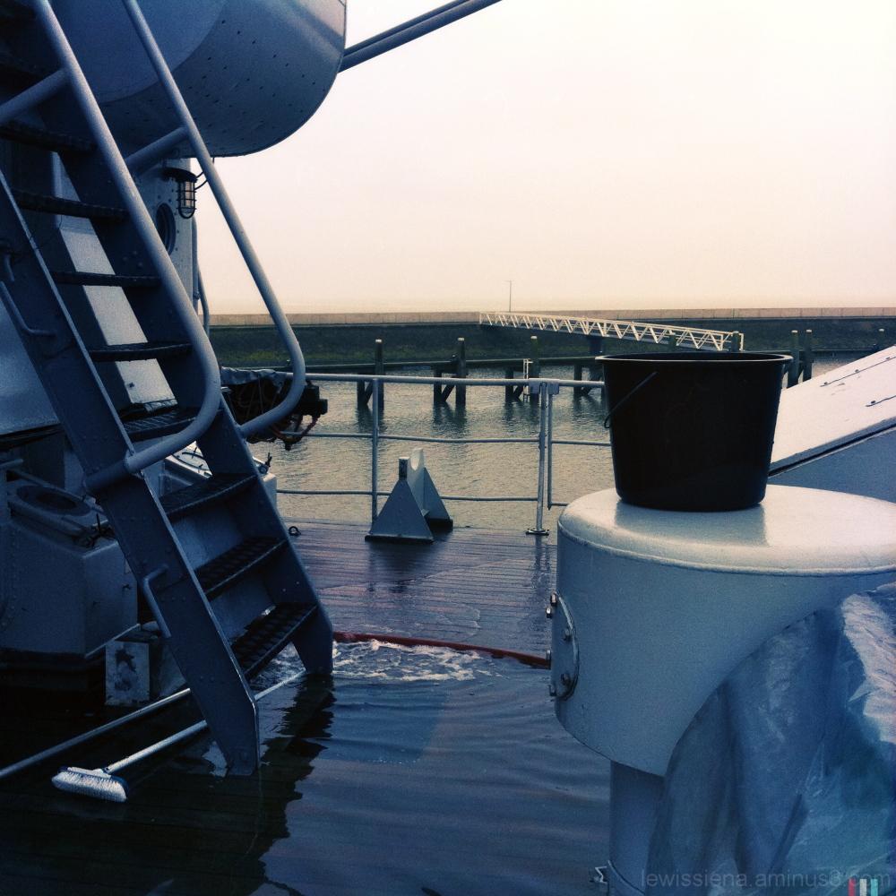 ship schip dek deck schrobben harlingen zee sea