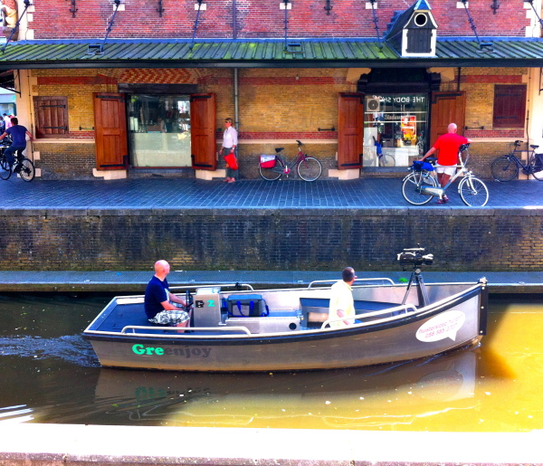 boot canal fluisterboot waag