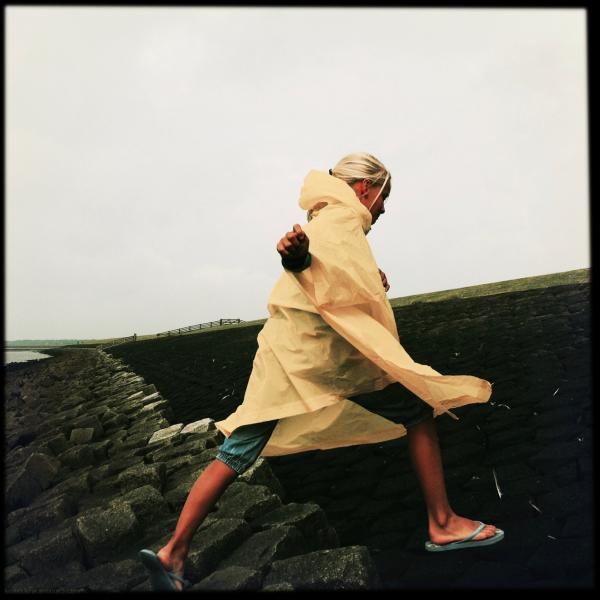 poncho girl flip-flops dyke dijk