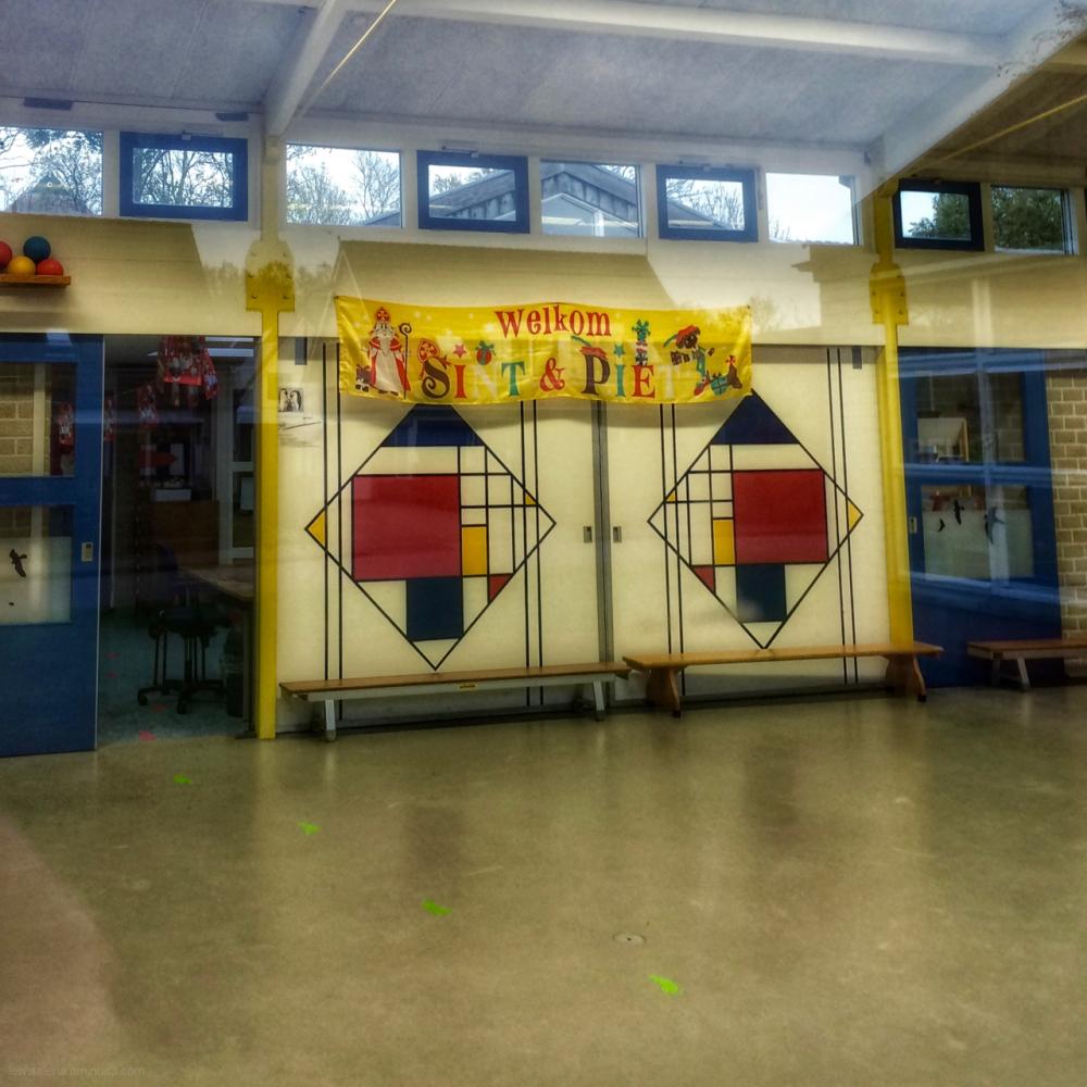 school banner Sint Piet Mondriaan