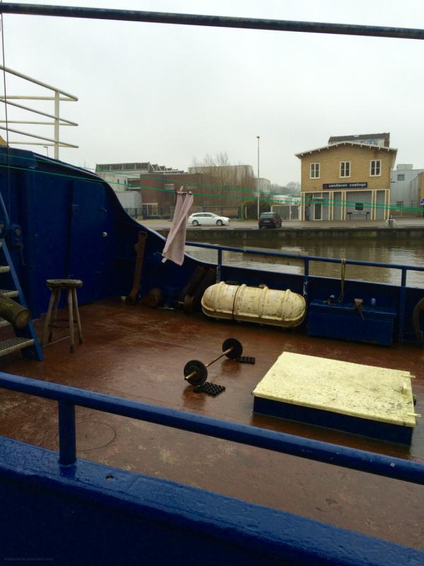 ship canal kanaal weights gewichten towel handdoek