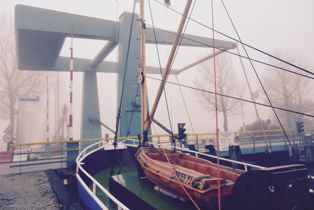 brug bridge harlingen warns ship schip mist fog