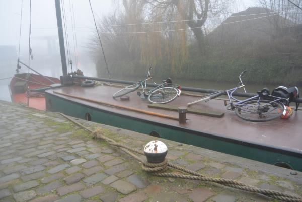 bike boat ship schip fiets mist fog