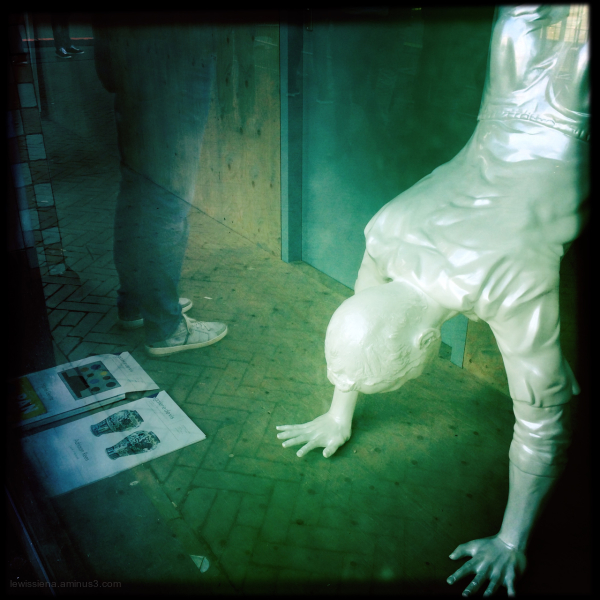 sculpture beeld reflection