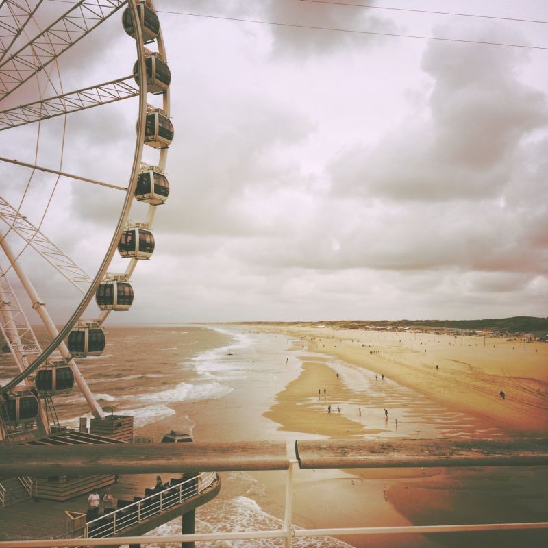 beach strand reuzenrad ferris wheel scheveningen