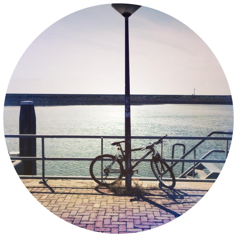 bike fiets kade lamppost