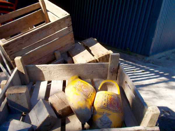 clogs clay klompen kratten crates