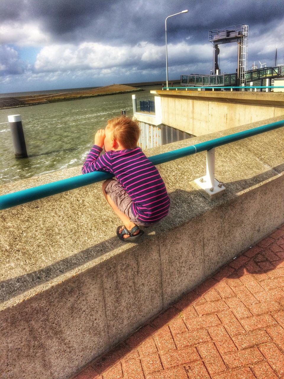 boy sea zee