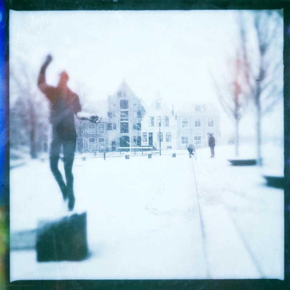 snow statue hotze schuil