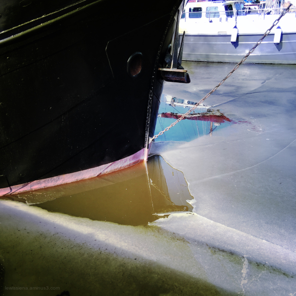 ship weerspiegeling reflections schip ijs ice thaw