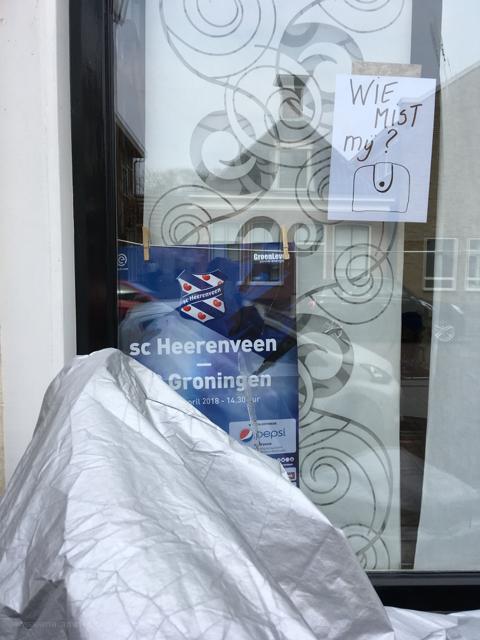 poster notice gevonden voorwerp lost property raam