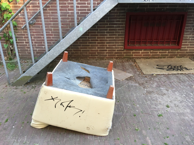 mat chair stoel graffiti