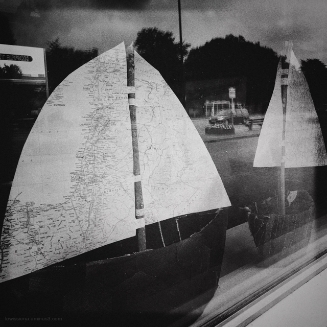 model sailboats window etalage