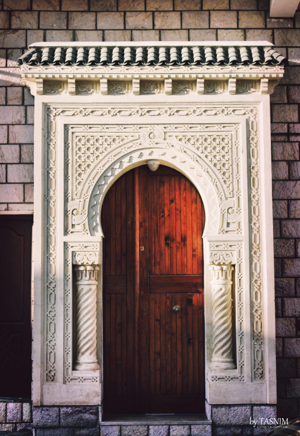 mosque door tunisia