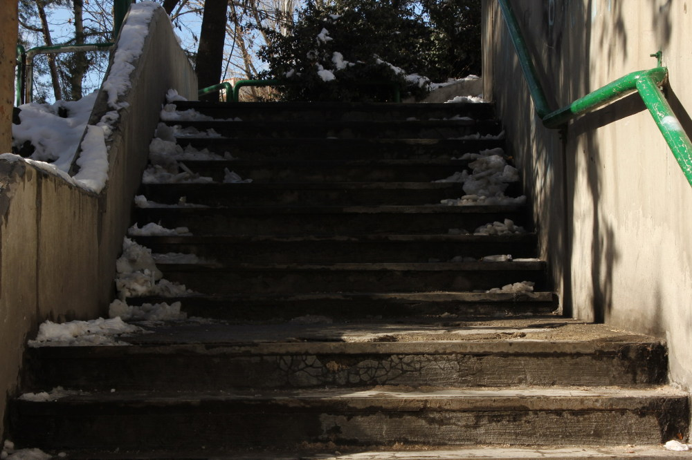 stairs,snow,alone
