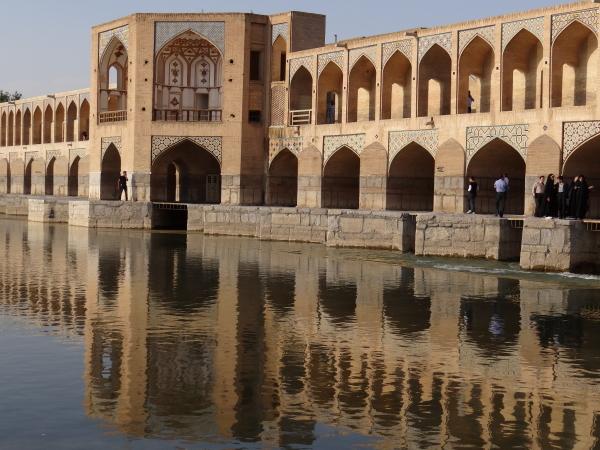 khajoo bridge isfahan iran