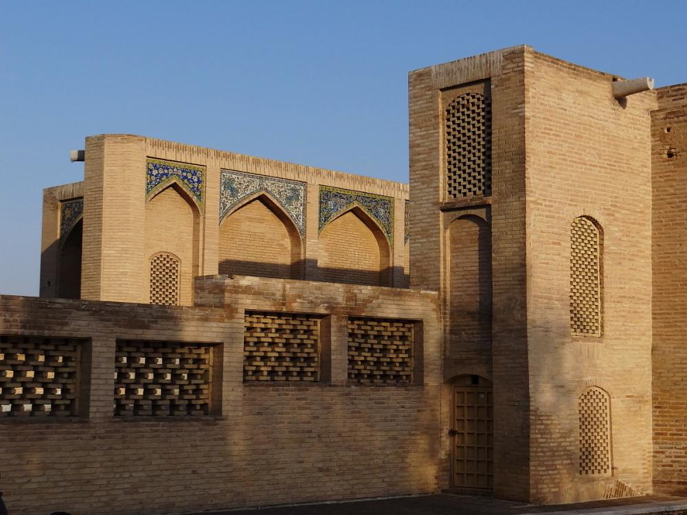 khaju bridge isfahan iran safavid