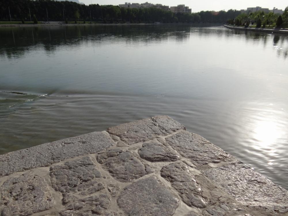 zayanderood river isfahan iran